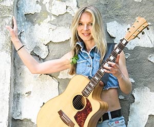 Nadja Kossinskaja Cole & Clark Akustikgitarre